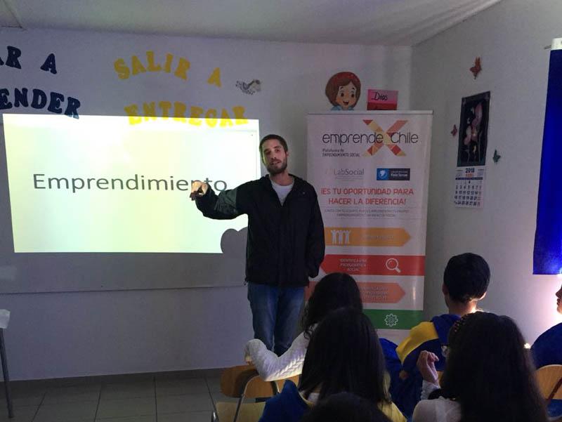 Charla de emprendimiento en el colegio san Ignacio de Calama